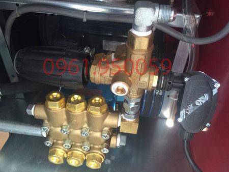 rửa xe nước nóng