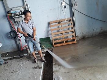 máy rửa xe treo tường